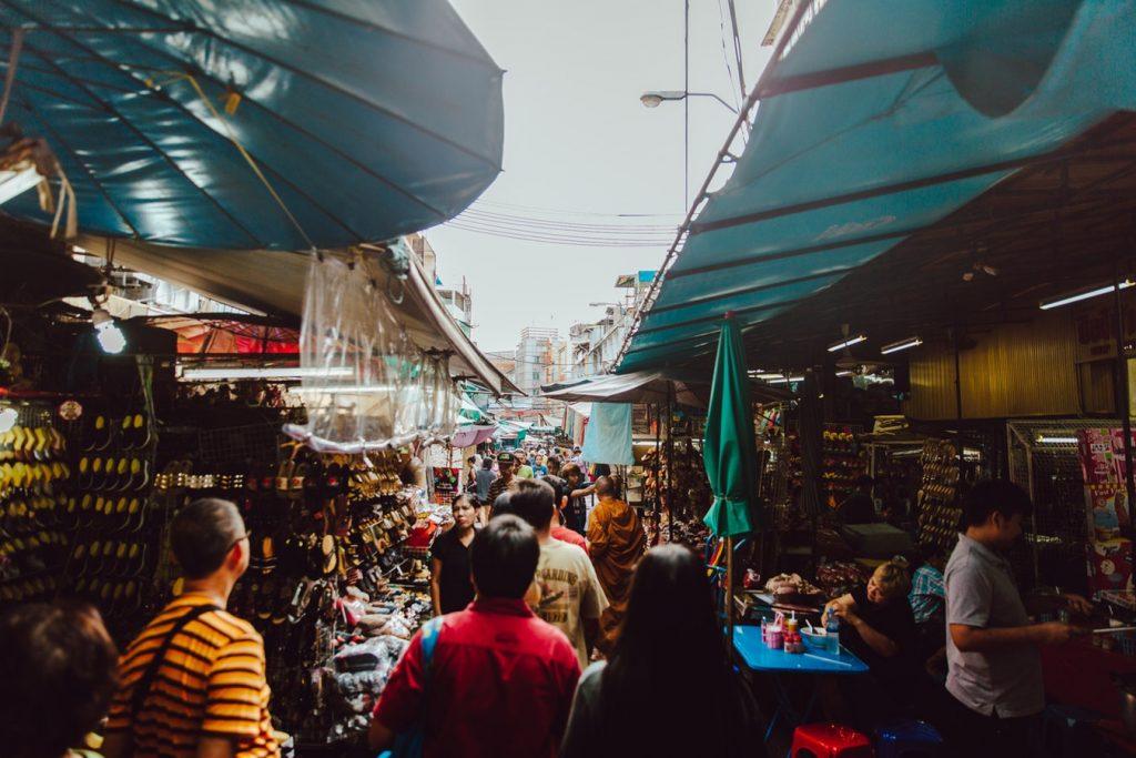 Marché de street food dans un pays exotique et tropical