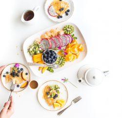 Assiettes de fruits pour lunch